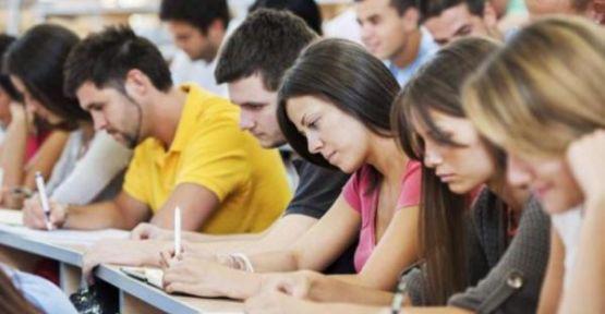 Kur krizi öğrenciyi de vurdu; yurt dışında okumanın maliyeti katlandı